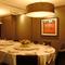 個室は最大24名まで。丸テーブルを囲んで楽める。