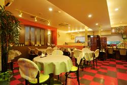 ネギと生姜のみで味付けされた、本物のうま味の土鍋をお楽しみだくさい。
