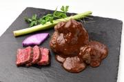 自家製牛すじ煮込み デミグラスソース和牛ハンバーグ・ステーキ・鎌倉野菜の焼き野菜・小鉢・御飯・香の物・赤出汁