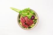 和牛の旨みたっぷりの溢れる肉汁。秘伝の甘だれ又はおろしポン酢 お好きなソースをお選びください。