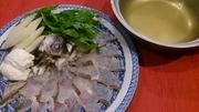 新鮮なお刺身用の真鯛を贅沢に! 軽くしゃぶしゃぶしてレアーでお楽しみください。〆は雑炊がたまりません