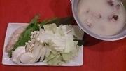 博多伝統白濁スープですやわらかく煮込んだ鶏肉と季節のお野菜をまろやかな自家製ポン酢であっさりと!