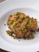 鶏肉のサクサク揚げ、赤胡椒・塩炒め