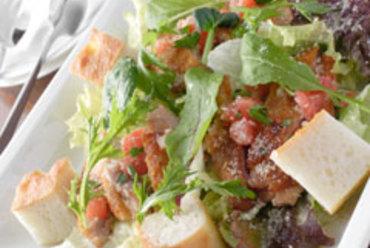 新鮮野菜とカリカリチキンのサラダ