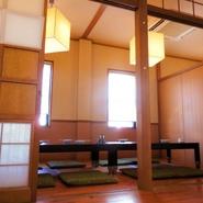 5名様用×1部屋、10名様用×1部屋、5名様用×1部屋 ※つなげると最大28名様用のお部屋になります。