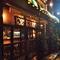 レンガ造りの一軒家のレストラン!夜の灯りには趣があります。