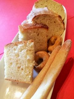 イタリアの各地方のパンを常時ご用意 『てづくりパン』