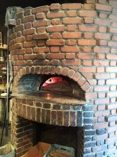 イタリアの薪窯で焼き上げる『ピッツァ』