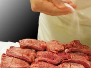 人の手の仕込みにこだわる肉厚の「牛たん」