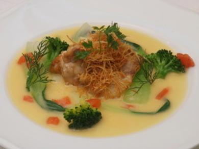 三河湾の鮮魚のポワレ ソースブールブラン