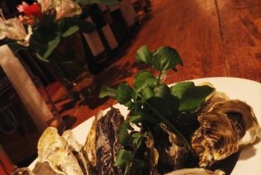 室津産殻付牡蠣の白ワイン蒸し