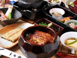 ※1日50名様限定(4名様以上で前日までに要予約) 料理のみ6200円+飲放付=8000円(席料込)
