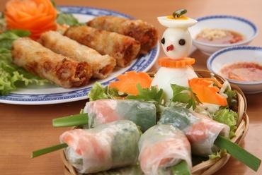 一番人気の生春巻と揚げ春巻、特製のタレでが決め手です!