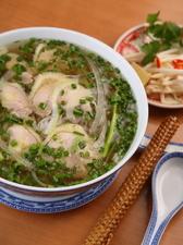 スープも自慢の鶏肉のフォー
