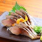 鰹の旨味を引き立てる味わい三種  ・青さのりのわさび味 ・甘味噌 ・柚子胡椒マヨネーズ