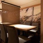 座り心地の良いテーブル席は、4名様用からご用意。人数に応じて可動できるので、お気軽にどうぞ。