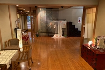 4名様用の畳敷き椅子席。落ち着いた雰囲気の完全個室