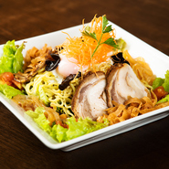 北海道を代表する定番サラダ。これで小腹も満たされます。あっさりかコッテリかお選び下さい。