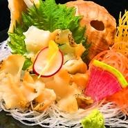 大貝ともいわれ、鮑よりお安いのでとても人気があります。磯の香りが広がるのに生臭さがありません。