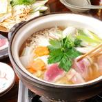 女性に大好評の「合鴨鍋」。落ち着いた和の空間はデートに最適。