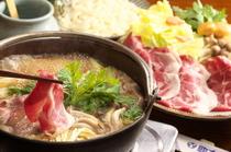 当店ならではのしし鍋、馬肉料理(馬しゃぶ、さくら鍋)、合鴨鍋