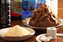 信州味噌やこだわりの水、 塩や砂糖にまでこだわりぬく