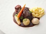 これぞ王道。定番の一皿『牛ほほ肉の赤ワイン煮』