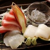 大洗や宇和島から仕入れる新鮮な魚を使った『お造り』