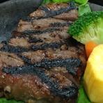 牛肉の赤身を味噌と酒粕で漬け、網焼きにしました。