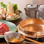 特撰米沢牛リブロースを使用したすき焼き。機屋の旦那主が愛したすき焼きで、吉亭の定番メニューです。
