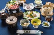 小鉢二品、前菜、冷しゃぶサラダ、牛鍋(一人用鍋)、吉亭自家製牛焼売、ご飯、味噌椀、香の物、デザート