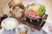 小鉢・冷しゃぶ・牛鍋(一人用鍋)・味噌椀・香物・ご飯・牛焼売