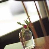 各テーブルにも可憐な花が飾られて、安らぎを与えてくれる