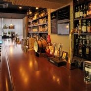 ギネスの樽生をはじめ、ボトルビールやウィスキー、ワインなど、料理との相性の良いドリンクが種類豊富。自分好みのお酒をチョイスしてくれるのもうれしいところ。心地よい空間で心ゆくまでお酒を楽しめます。