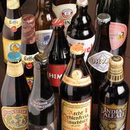樽生からベルギー、ドイツ、アメリカ、日本やスコットランドと様々な国のビールが楽しめます。国それぞれの特徴を味わいながら、料理に合わせたり、自分好みを味を探す楽しみも。