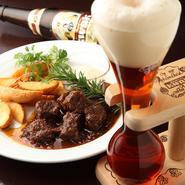 黒ビールでじっくりと煮込んだフランドル地方の家庭料理。コクがあり、やわらかな肉がやさしい味わい。