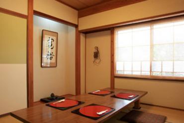 座敷の落ち着いた空間は会食・接待に最適です