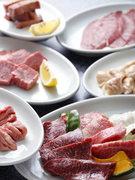 お肉を多種多彩に盛り付け
