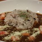 15黒米のトマトチーズカレーランチ(サラダ・ドリンク付)