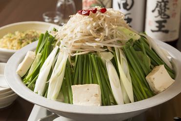 鶏ガラスープにもつの旨味が溶け込んだ『本格博多牛もつ鍋 しょうゆ味』
