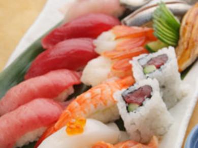 旬のネタをふんだんに。握り寿司 一カン 75円~