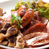 熟成肉も入った豪華『肉盛りプレート』お店で今一番人気