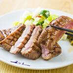 牛タン店も数多くございますが、是非利久独自の肉厚でも歯切れの良い食感と旨みをもつ牛たんをお召し上がり下さい。