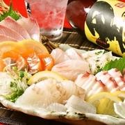 新鮮魚介そのもの! 毎朝長浜市場直送の鮮魚をお楽しみください♪ 【価格】鮮魚5種盛り合わせ 1980円