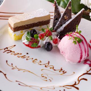 記念日は、大人の落ち着いた空間でお祝いを。特製デザート贈呈。