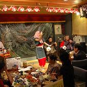 津軽三味線生演奏の他に日替わりで津軽民謡や津軽手踊りもある。