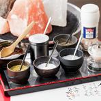九州地方のA-4、5等級の黒毛和牛を塩とわさびで食す 和風焼肉