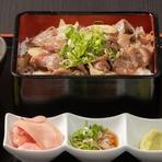 焼き肉屋さんの手作り牛丼 (サラダ・スープ・お漬物付き)