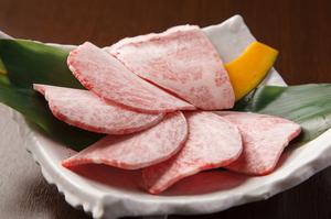 食べればとろける『上カルビ』。 塩・タレ (一皿/ハーフ)