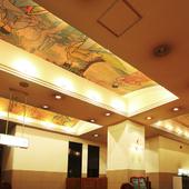 天井に描かれた綺麗な絵画